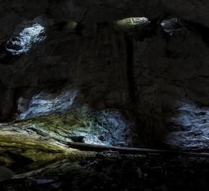 Peștera Cetatea Radesei Pestera cu hornuri din tavan